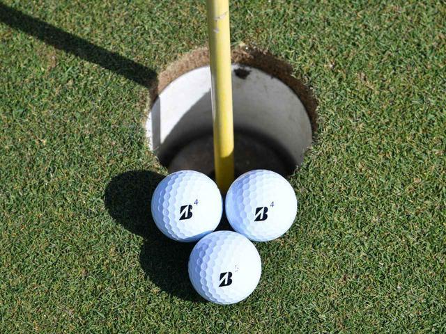 """画像8: 【パット上達】プロゴルファーみたいに""""パチン""""と打ちたいショートパット。「強気に真っすぐ」の境界線は何メートル?"""