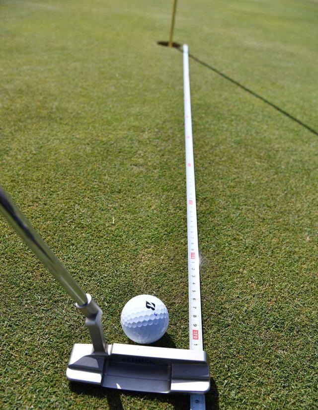 """画像7: 【パット上達】プロゴルファーみたいに""""パチン""""と打ちたいショートパット。「強気に真っすぐ」の境界線は何メートル?"""