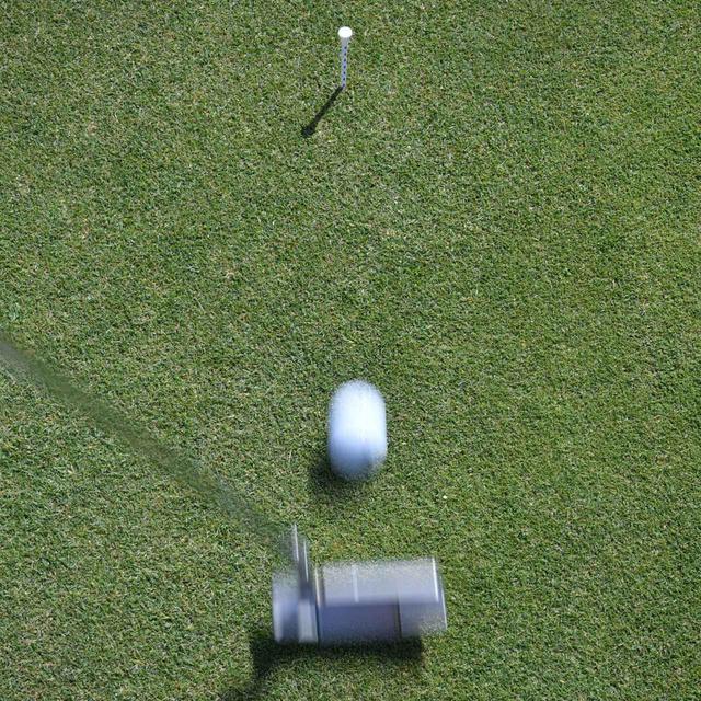"""画像1: 【パット上達】プロゴルファーみたいに""""パチン""""と打ちたいショートパット。「強気に真っすぐ」の境界線は何メートル?"""