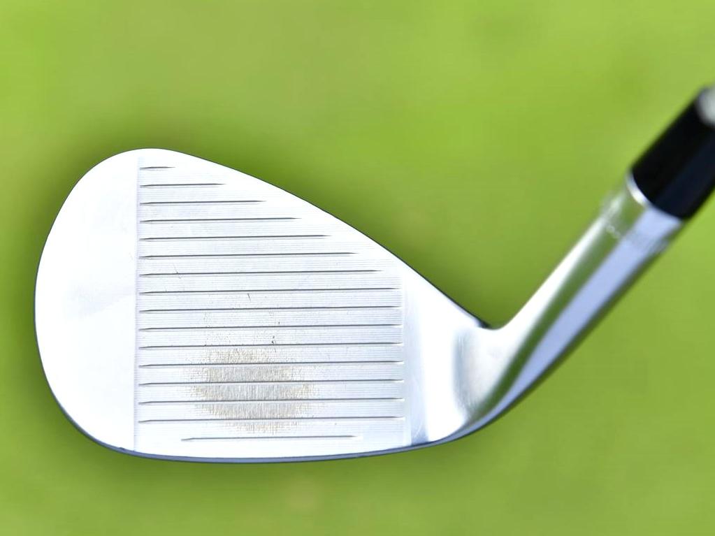 画像3: グリーン周りに自信を持つ柏原。56度をベースに状況に応じ他の2本を使う