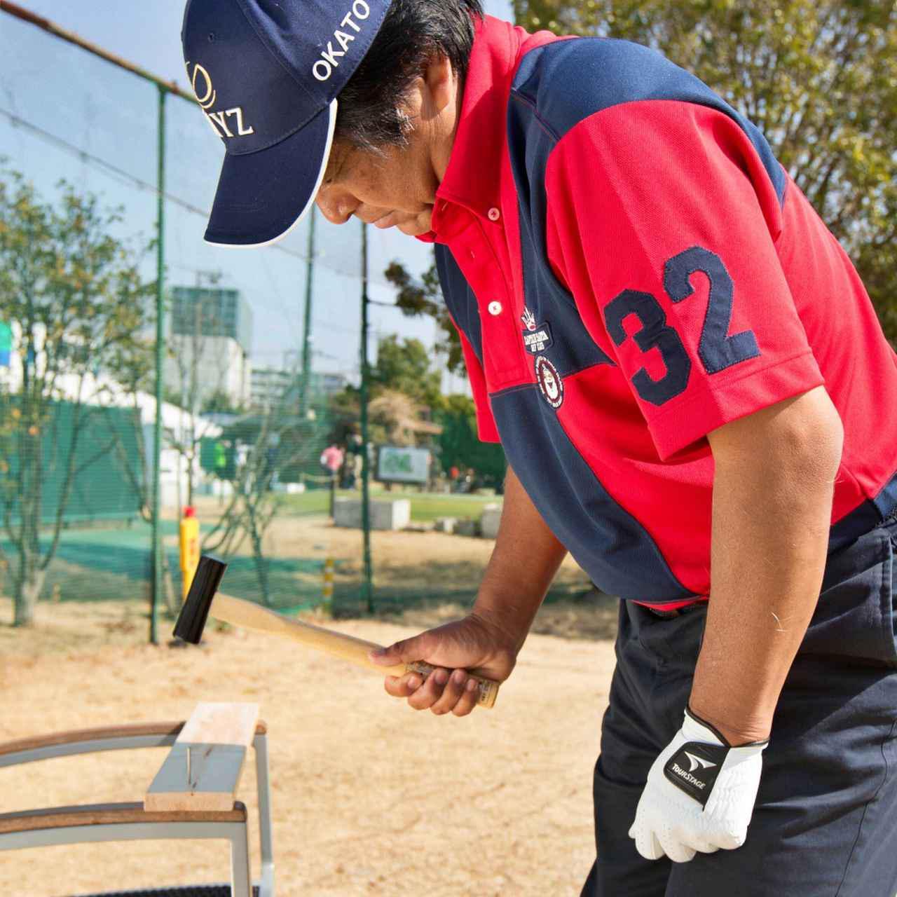 画像: 金槌のように、手首を柔らかく、縦方向に使うことがスウィングでも大切だ