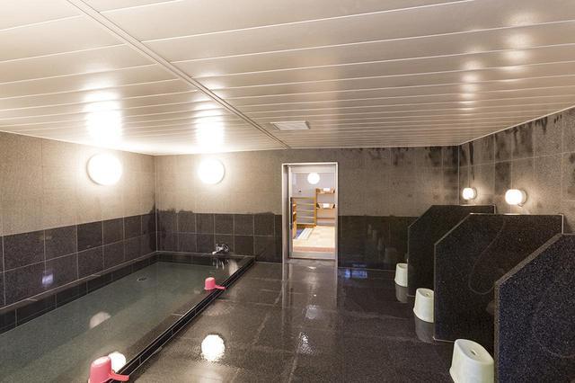 画像: スペースを広げた女性浴室