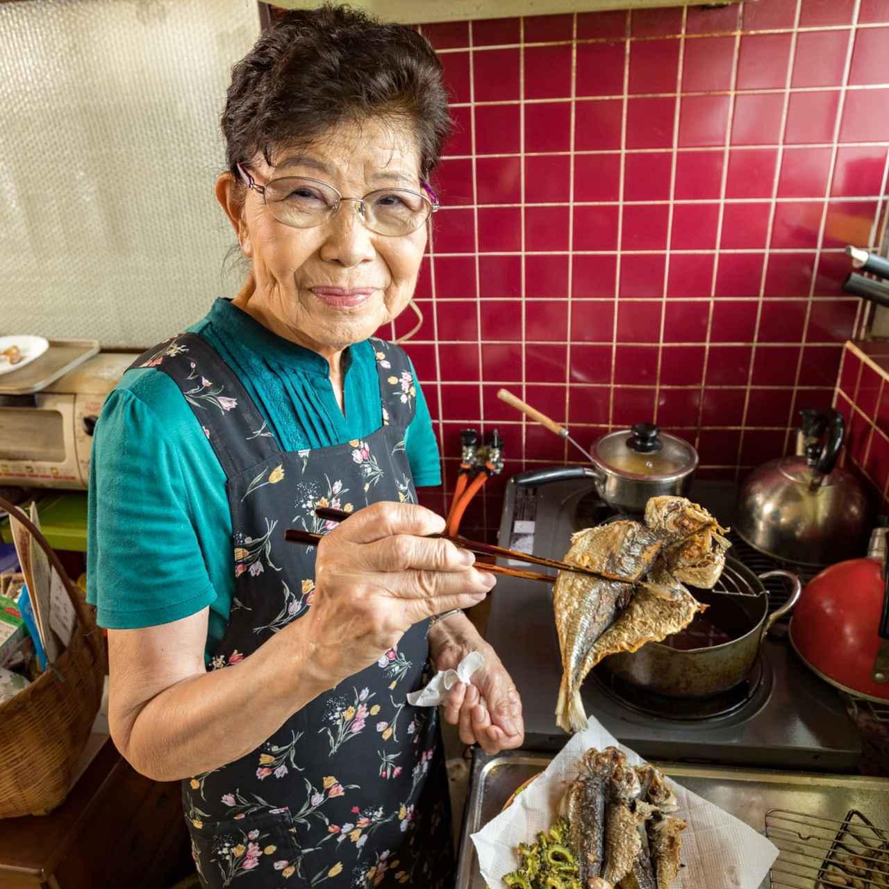 画像: 魚の干物は焼かずに済揚げもおすすめ。頭から尻尾までバリバリと食べられる