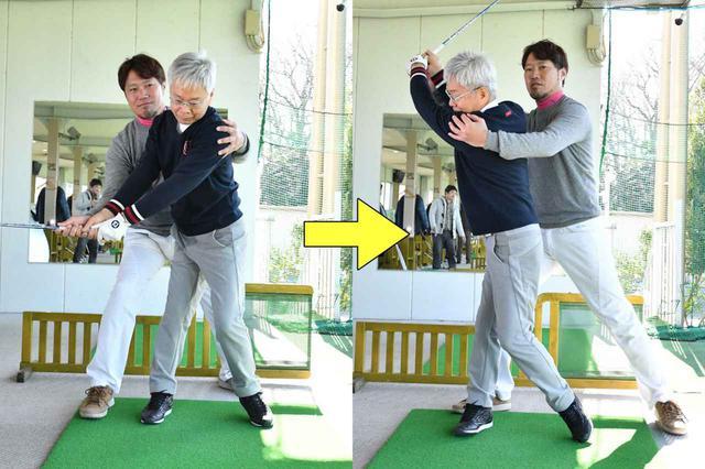 画像: テークバックで、肩、腰を水平に回そうとすると、回転が進むにつれて上体の位置が右にずれる。トップでは左肩が持ち上がる形となり、重心が上ずってしまいやすい