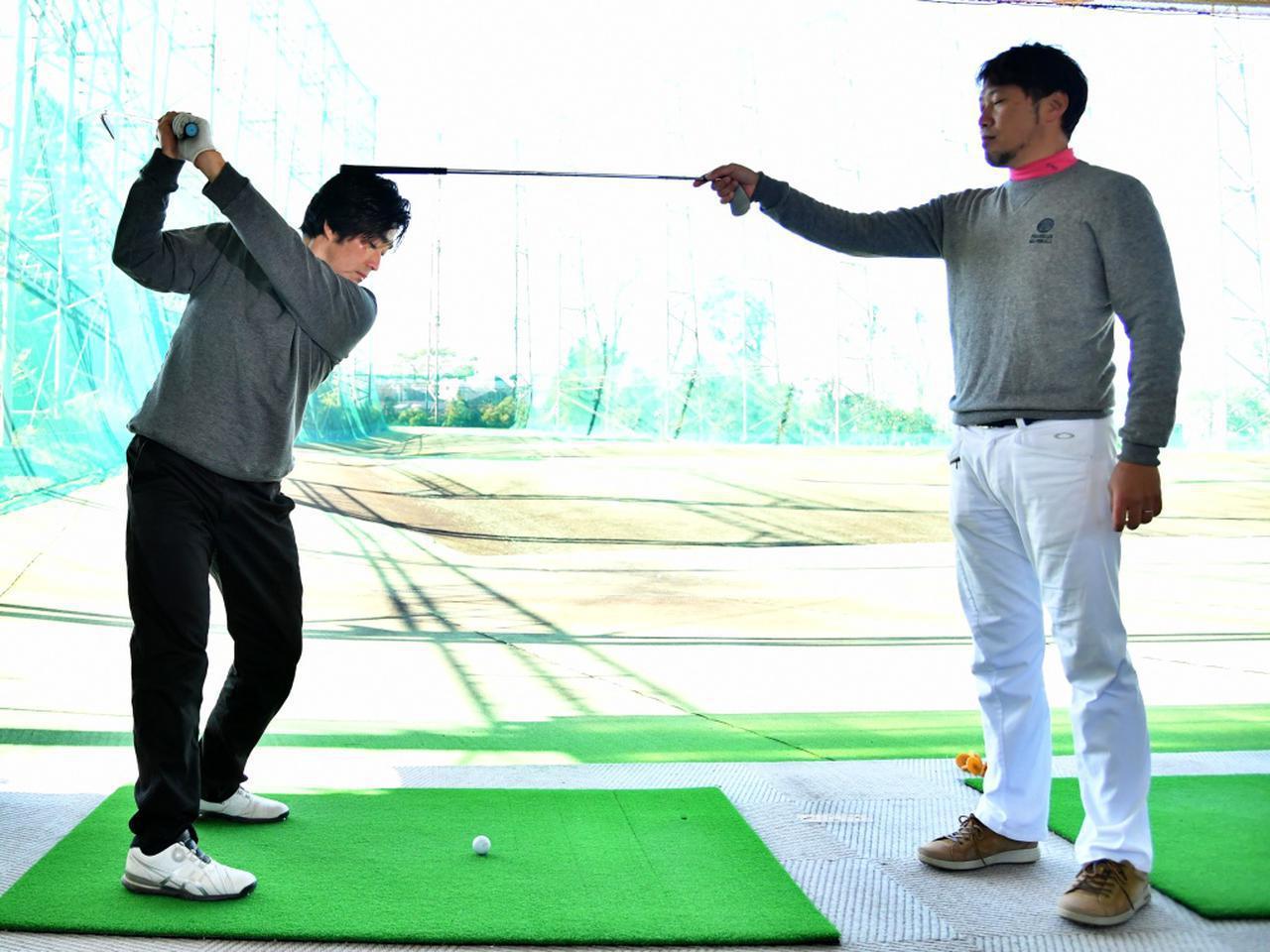 画像: 【アイアン】アイアンが飛ばないのは、沈み込みに原因あり? テークバックは頭の高さをキープしよう - ゴルフへ行こうWEB by ゴルフダイジェスト