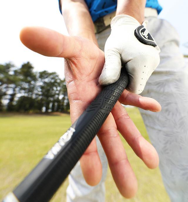 画像: 手のひらでボールを押し込む意識が強い