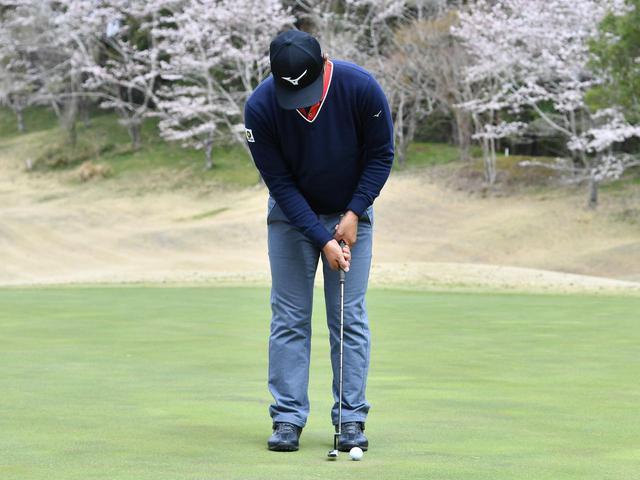 画像4: 【通勤GD】時松隆光プロを育てた異次元打法「みんなの桜美式」Vol.23 パットは右肩の動かし方で決まる ゴルフダイジェストWEB