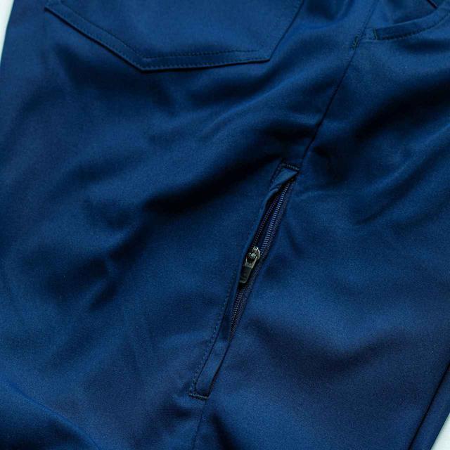 画像: 右サイドに隠しポケット付き