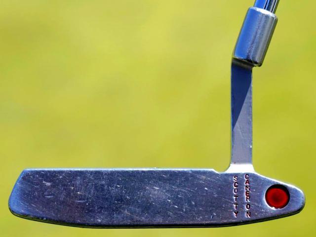 画像: ミーリングのないツルツルのフェース面には長年の使用でできた無数の傷が
