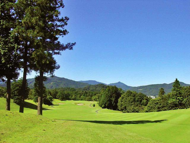 画像: 【越生ゴルフクラブ】秩父連山麓のゴルフ場に絶好の丘陵地。「こんないい土地が残っていたのか」昭和48年、和泉一介設計 - ゴルフへ行こうWEB by ゴルフダイジェスト