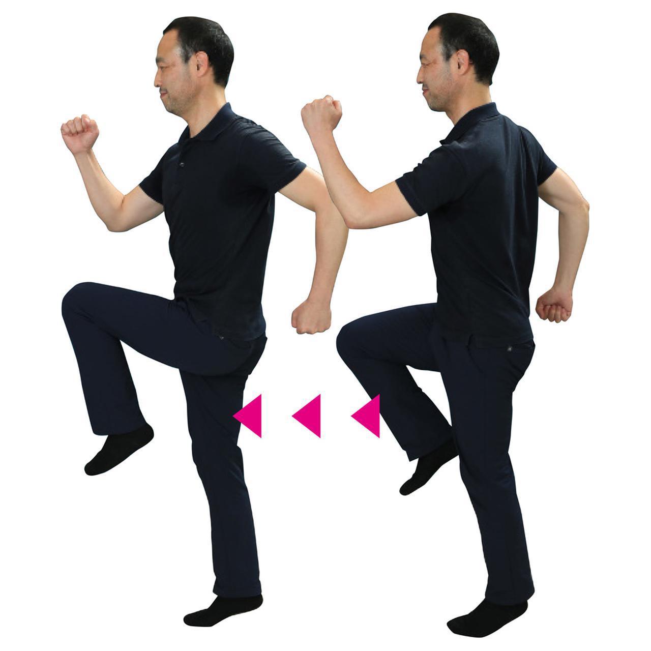 画像: かかとを上げるのはバランス感覚を養うため。正面を向いたまま、重心を感じながら肩を回し太ももを大きく上げて歩く。心地いいリズムで始め、少しずつ動きの幅を大きくする