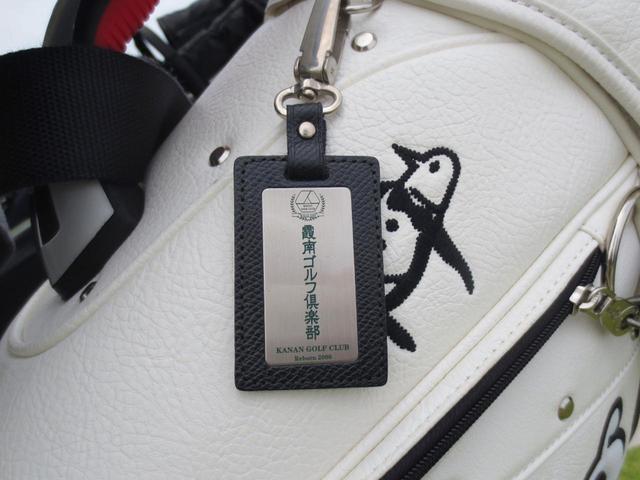 画像: 重厚感のある霞南ゴルフ倶楽部のネームプレート