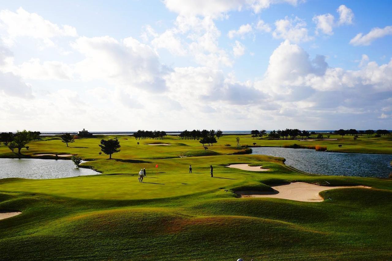 画像: 海沿いのリンクス。ゴルフ倶楽部金沢リンクスはオプショナルで
