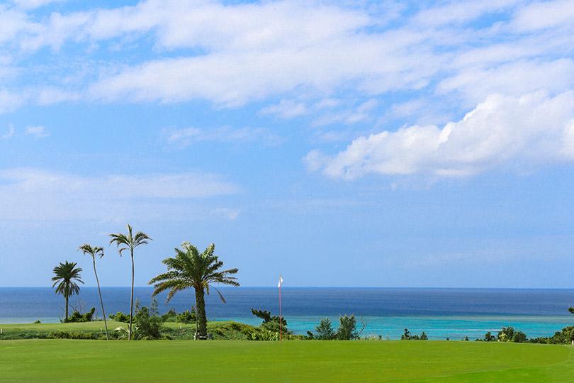 画像: 秋から冬は、憧れの南国リゾートゴルフもいいですね