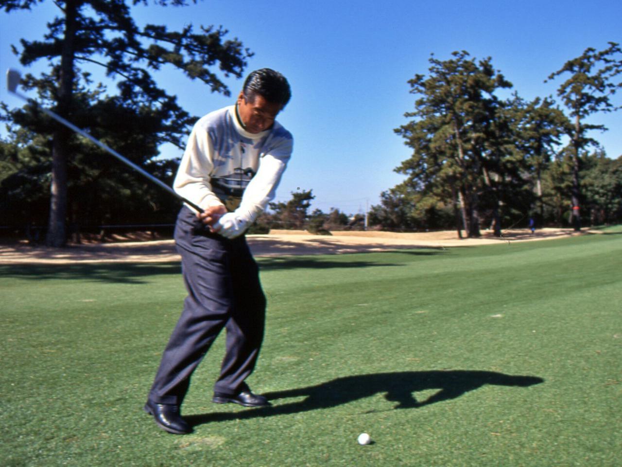画像: 1994年の静岡オープン。36歳の時の振り。このころから「スウィングは大切だが、ゴルフはジャッジのゲーム」と語っていた