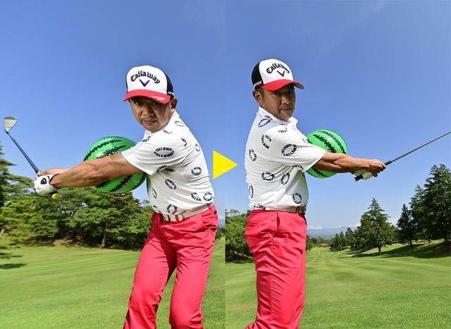 画像: 挟んだボールを落とさないようにテークバックし、フォローでは腕を曲げない!