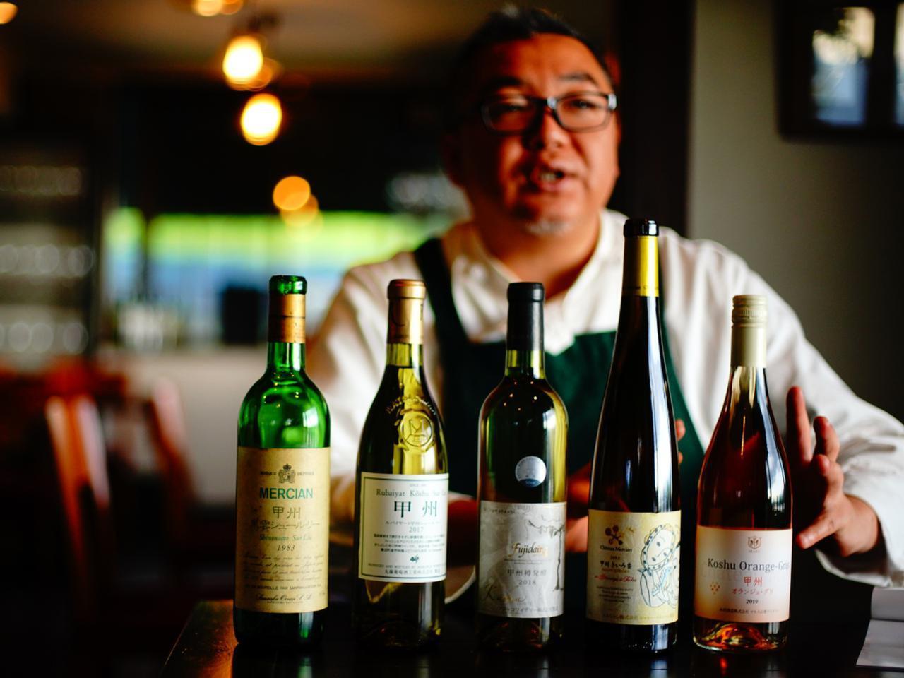画像: ソムリエ・坂口健さん。マネージャーを務めるイタリアン「パパソロッテ」は、県外のファンも多く、ゴルフ場帰りに寄る客も多いそう。