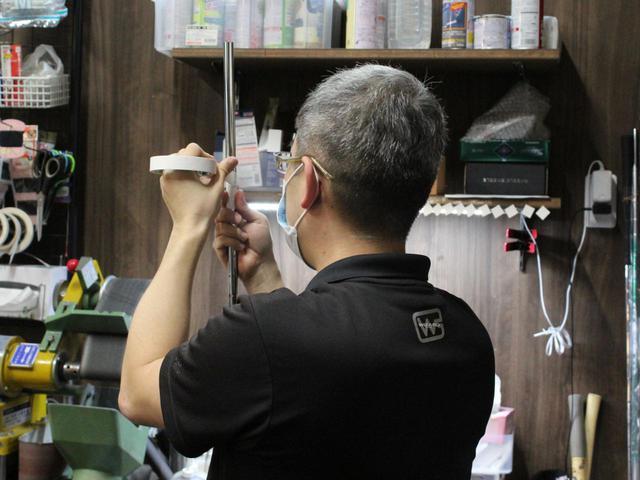 画像: こちらが発案者のフロア長・奥田氏。顔出しはちょっと・・・ということで後ろ姿です