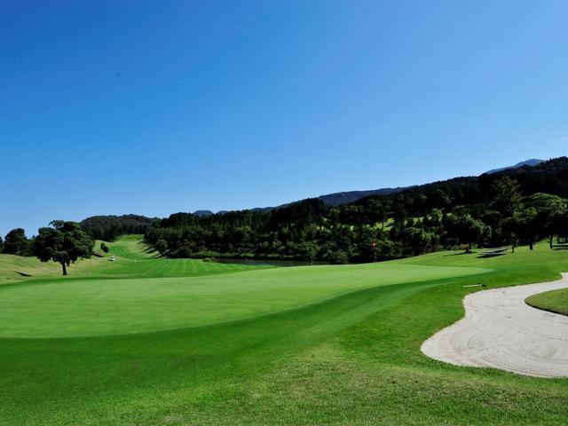 画像: コロナ対策として多くのゴルフ場が昼休憩なしの18ホールスループレーを導入