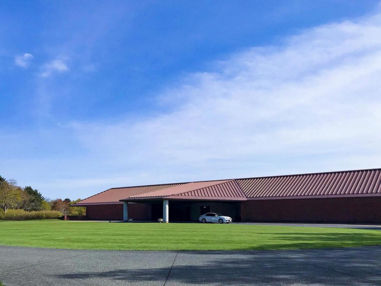 画像: プロダクトデザイナーとしても有名な黒川雅之氏がデザインしたクラブハウス