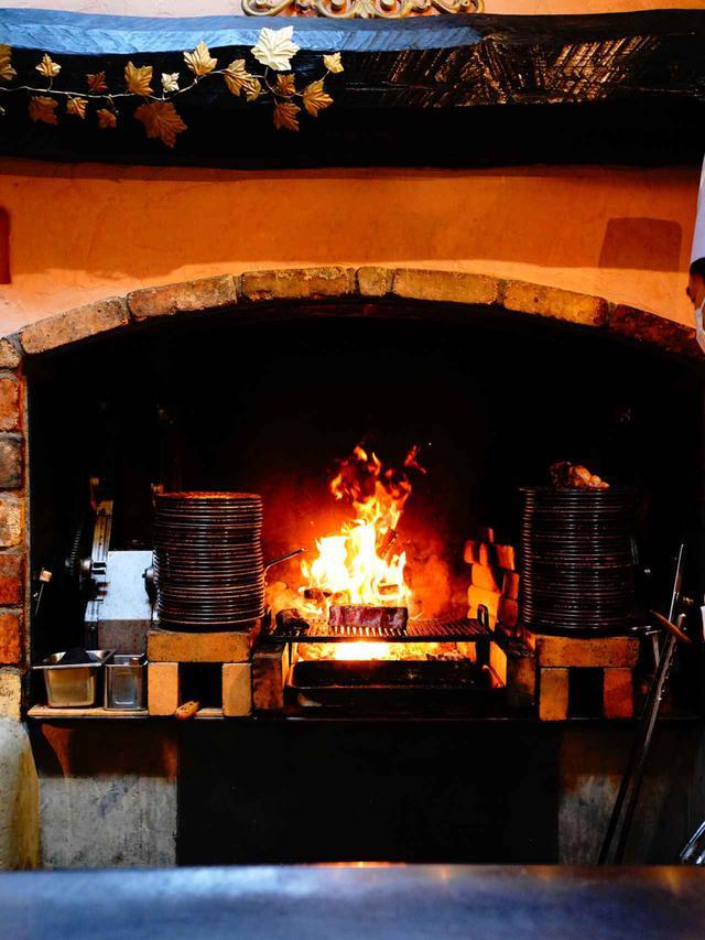 画像: 知る人ぞ知る暖炉焼きの名店「ピレネー」