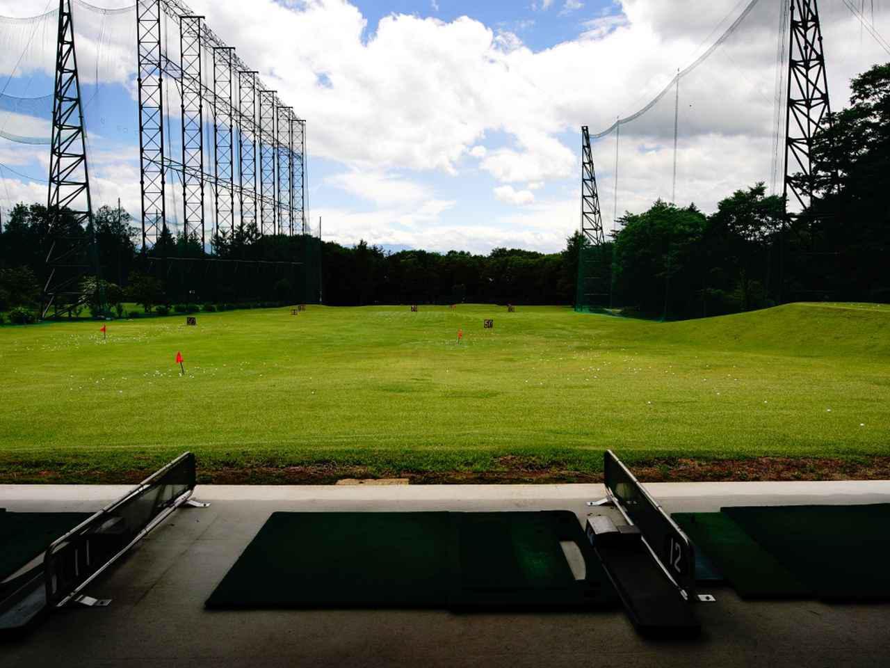 画像: ショーコース併設。フラットで広々、自動ティなのもおすすめ「西軽井沢ゴルフ練習場」