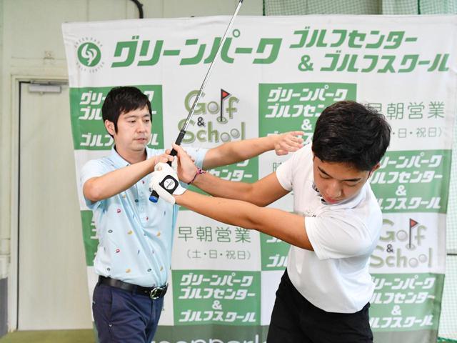 画像8: 【通勤GD】かなり気をつけて振らないと体が右にズレてしまう。それなら1軸を意識してトップから鋭く叩こう