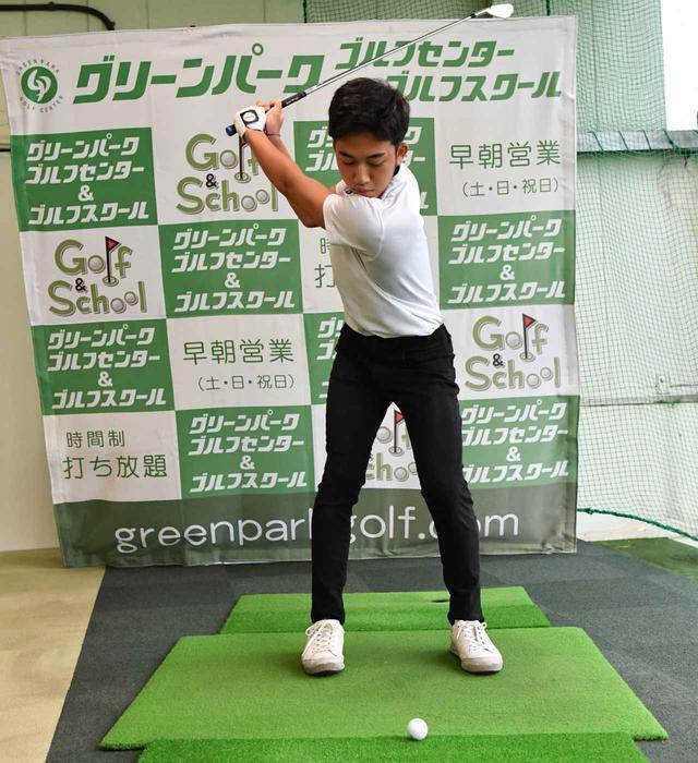 画像2: 【通勤GD】かなり気をつけて振らないと体が右にズレてしまう。それなら1軸を意識してトップから鋭く叩こう