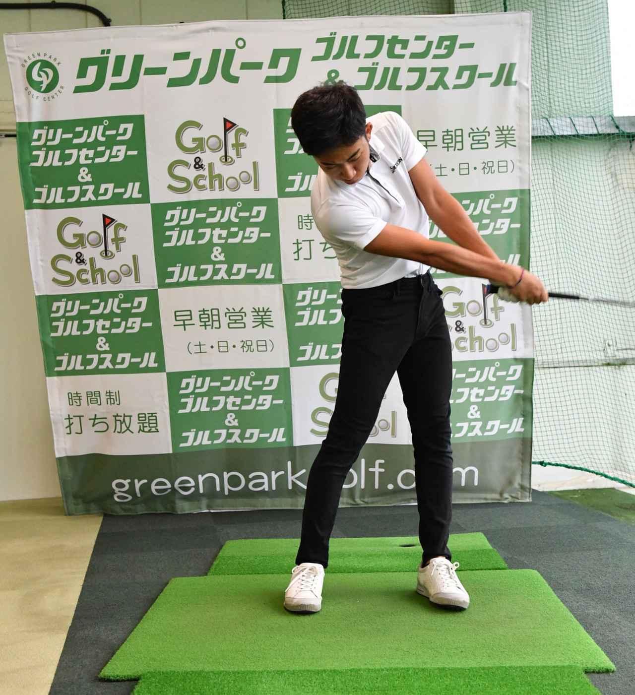画像4: 【通勤GD】かなり気をつけて振らないと体が右にズレてしまう。それなら1軸を意識してトップから鋭く叩こう