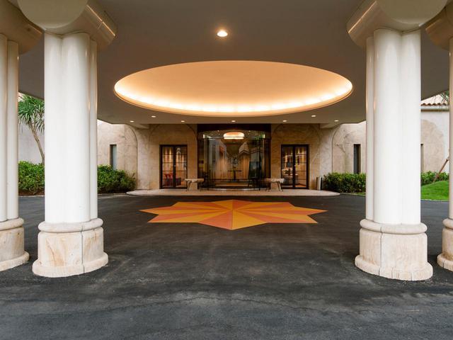 画像: VIP用の玄関