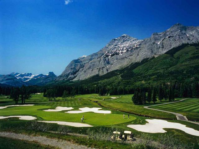 画像: カナダ・ロッキー山脈の麓にある高級リゾート「カナナスキス・カントリー・ゴルフコース」