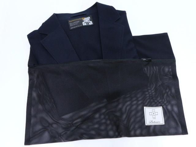 画像: ジャケットとパンツをセットで購入すると、持ち運び&洗濯時に使えるポーチが付属