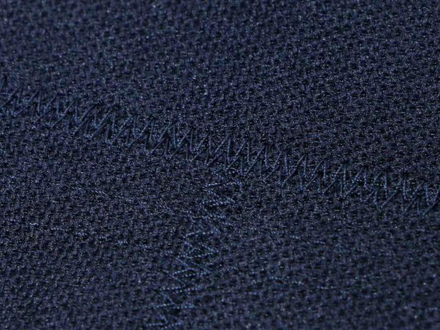 画像: 縫いしろのない「突き合わせ縫製」だから、袖や身頃の仕上がりはフラット