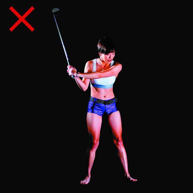 画像: 初めから左足かかとに踏み込むと腰が引ける
