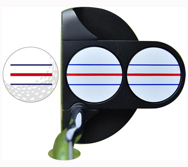 画像: 青い線が芝になじんで赤のラインが引き立つ 「3本でも、特に中央の赤いラインが目立って構えやすい」(柏原)