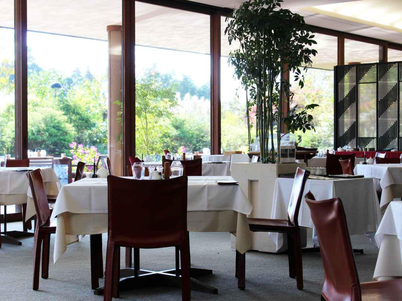 画像1: レストランでは本格料理でおもてなし。 ワイン好きは、ぜひソムリエのおすすめを堪能してみては