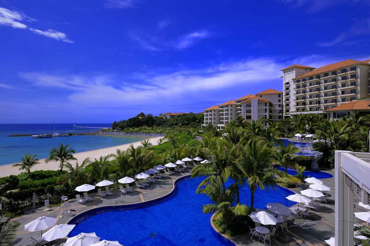 画像: 真っ青なビーチが目の前のザ・ブセナテラス