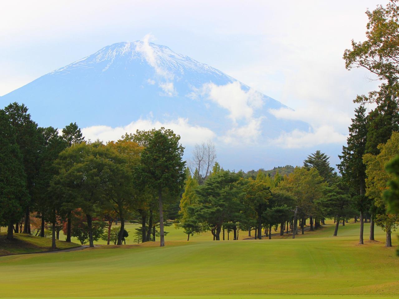 画像: コースからは雄大な富士の姿が!