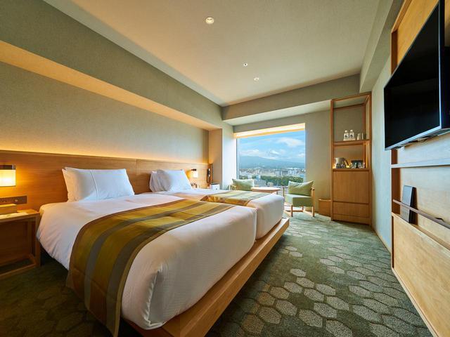 画像2: ご宿泊は6月にオープンしたばかりの 「富士山三島東急ホテル」。 最上階の展望温浴施設「富士の湯」からの眺めは格別