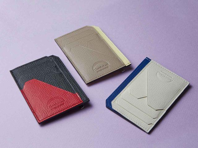 画像: 「スマートミニウォレット」11,000円(税別)。 カラはーは左から赤×黒、レモンイエロー×ベージュ、青×白