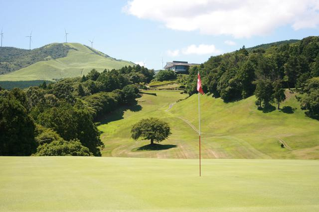 画像: 島コース1番グリーンからハウスを望む