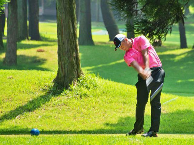 """画像: 「日本アマで優勝した出利葉くんは、練習でも試合でも、いつも""""横棒""""をイメージしてゴルフしてるんです」"""