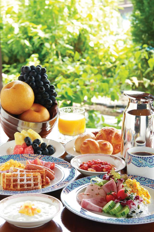 画像: 豪華な朝食ブッフェ(パインテラス)
