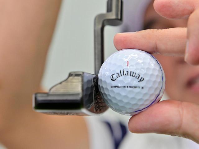 画像: 多くのゴルファーが芯のつもりで上目で打っているのだとか。