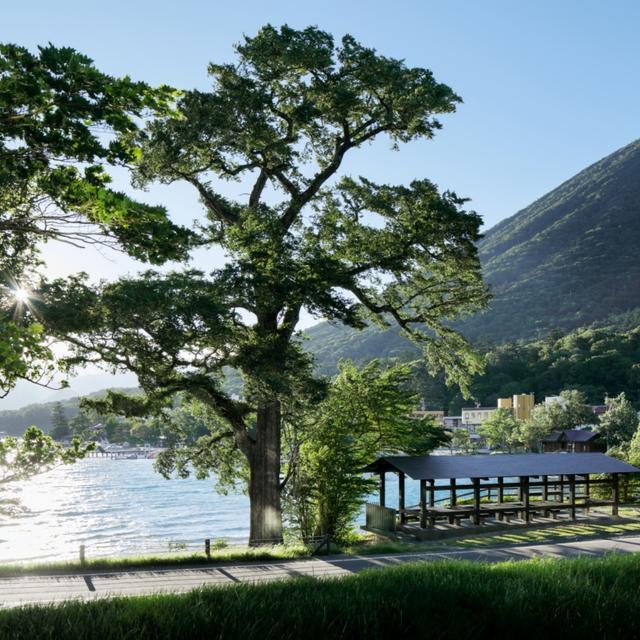 画像: 中禅寺湖畔