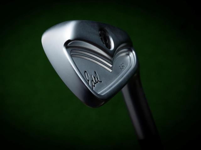 画像: 打感のいい軟鉄鍛造ヘッド。低重心でボールが上がりやすい設計
