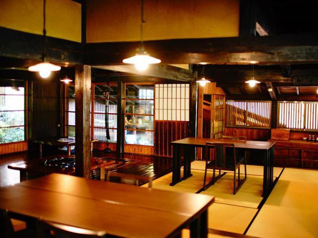 画像: 古民家を利用した食事処は着席しやすいテーブルスタイル