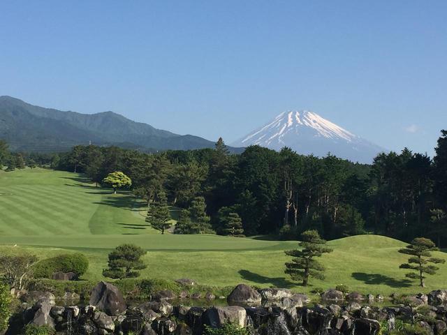 画像: コースから望む富士山