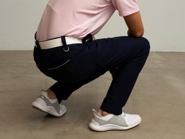 画像: 凄く伸びる素材なので、ひざの曲げ伸ばしもラクラク!