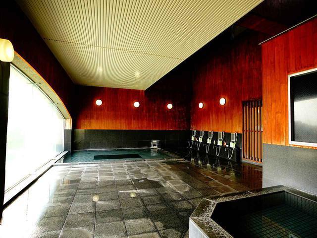 画像: 大浴場はゴルフの疲れを癒やしてくれる天然温泉。筋肉・関節の痛みや疲労の回復などにも効果的。